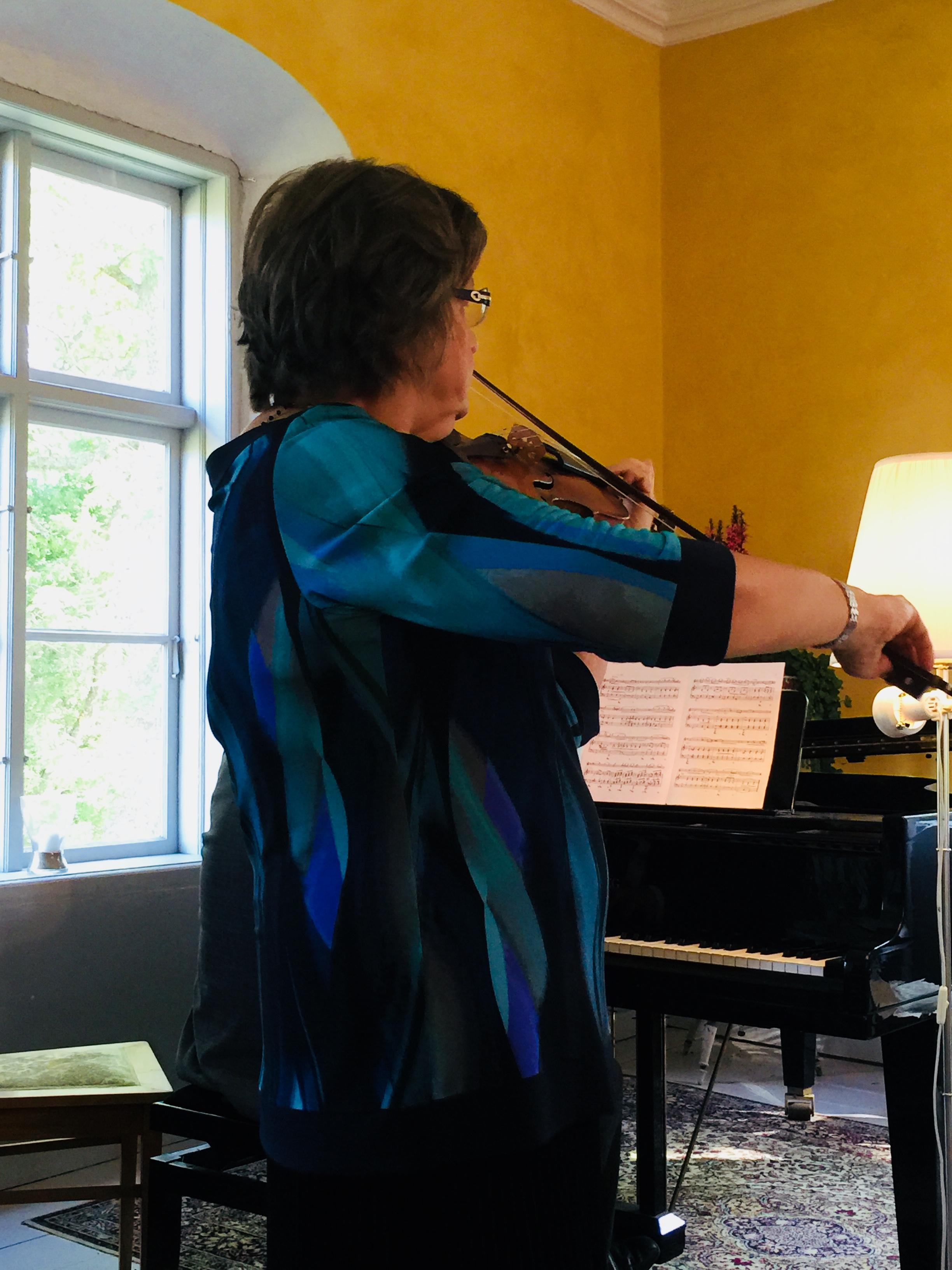 Satu Jalas plays with Sibelius' violin, 2016