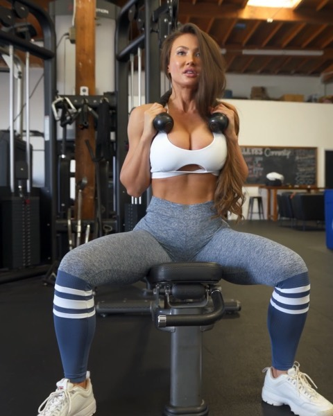 CABLE ABS 🤩🔥 wearing @bombshellsportswear of course 💁🏻♀️ Check this AB MAKING ROUTINE all done with the cable machine !! ( this ab workout has been a favorite of mine lately ❤️) i want you to do these exercises for 4 sets with reps until failure that are higher than 8 but  no more than 20! If you're not able to do 8 then you need less weight. If you can do more than 20, then you need more weight. Don't rest more than 1 minute between sets 👌🏻 - #abs #absworkout #gymmotivation #exercisemotivation