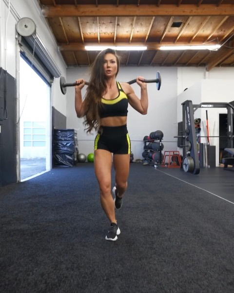 POWER LEGZ💥 in BADDIE @bombshellsportswear 🔥yasssss Check out these moves for shaping goddess legs 👸🏻!!! 4 different moves with 4 sets each and 10-12 reps per set👌🏻 don't forget 1 minute rest between each set! #legday #legdayworkouts #gymmotivation #workoutmotivation