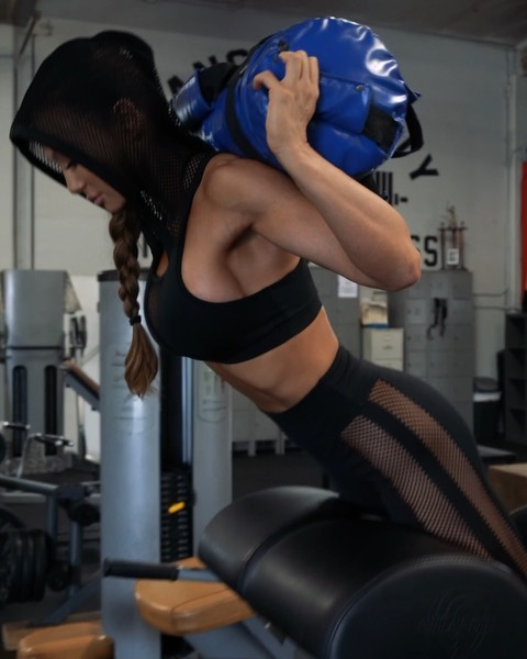 Pancake butt and only getting bigger thighs? You need this 👆🏻Booty and Hams workout to build+target your backside🍑🍑! - Most women are quad dominant and many don't know how to properly train in order to get glutes/ham growth instead of just quad growth. Proper exercises+proper form+mind to muscle connection is key 🔑🏋️♀️ - This workout: 4 sets of 10-12 reps with 1 minute rest between 👌🏻 - #gymmotivation #workoutmotivation #fitnessmotivation #bootygrowing #workoutroutine