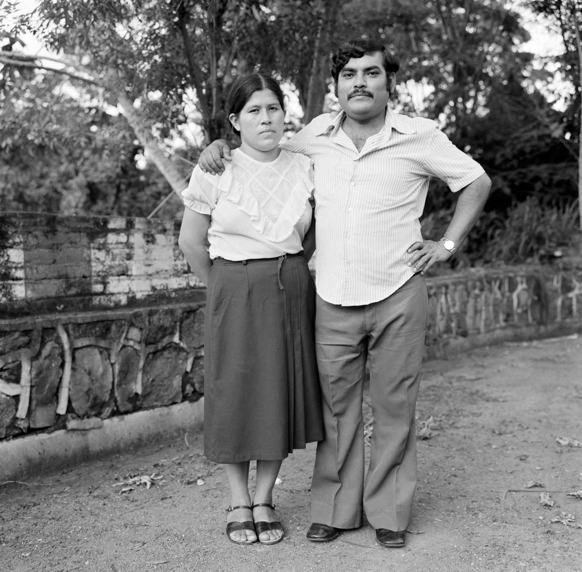 A Salvadoran couple stand for a photograph October 15, 1983 in Santa Tecla, El Salvador.