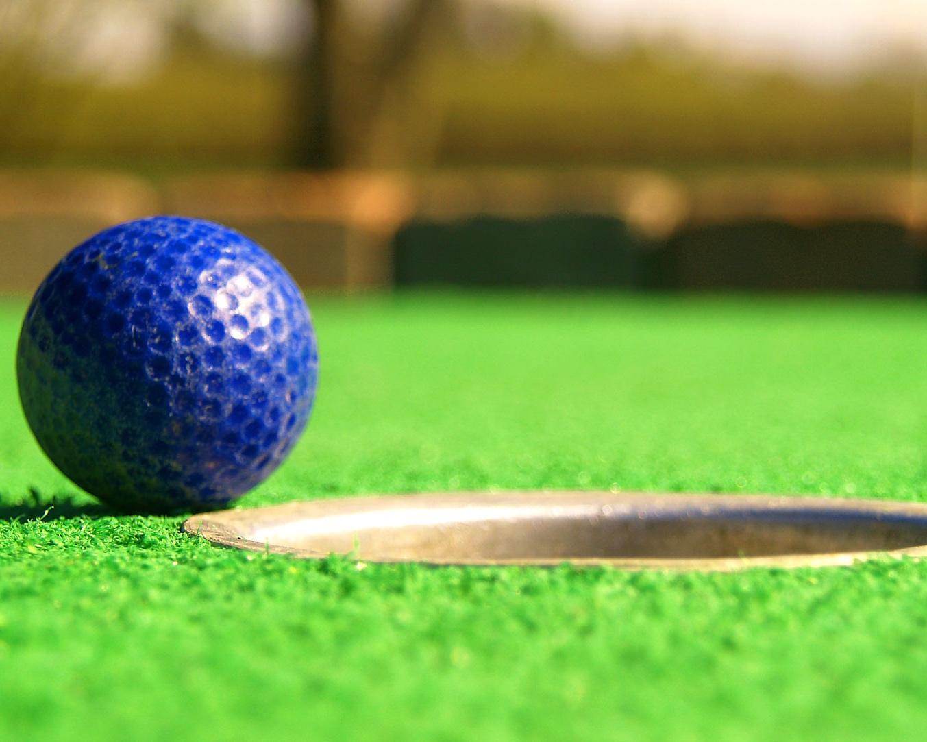 Mini-Golf-475684-web.jpg