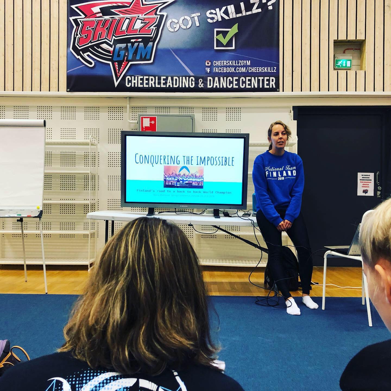 Maria Wahlroos, treneren til Team Finland All Girl, forteller om hva som skal til for å vinne VM to år på rad.