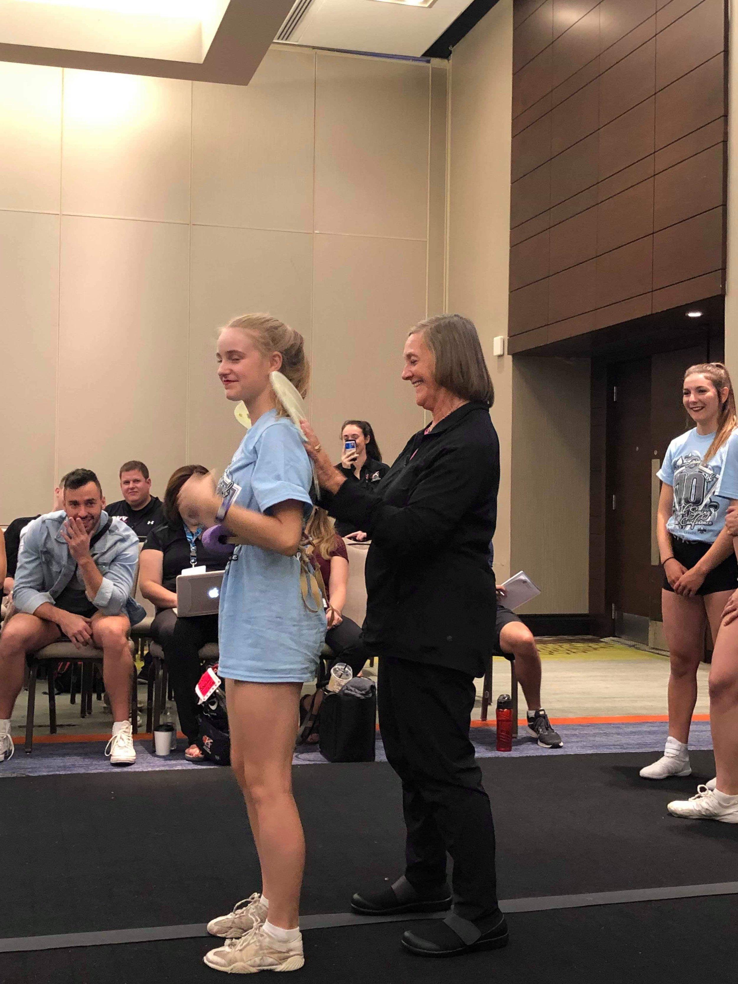 Debbie Love er en av cheer-verdens beste trener innenfor turn. Her deler hun ett av sine triks.