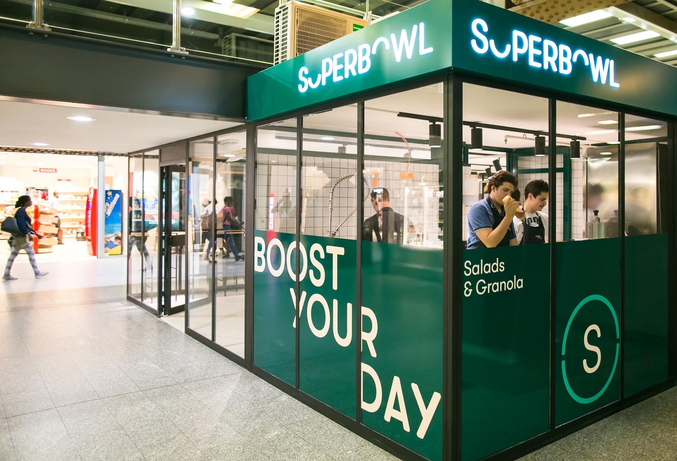 SuperBowl Midi - Gare du Midi - Midi Zuidstation (Mainhall gate 15/16)47 avenue Fonsny - 1060 St-GillesHoursM-Fr : 7.00–20.00Sa : 10.00 - 20.00Su :: 10.00 - 20.00