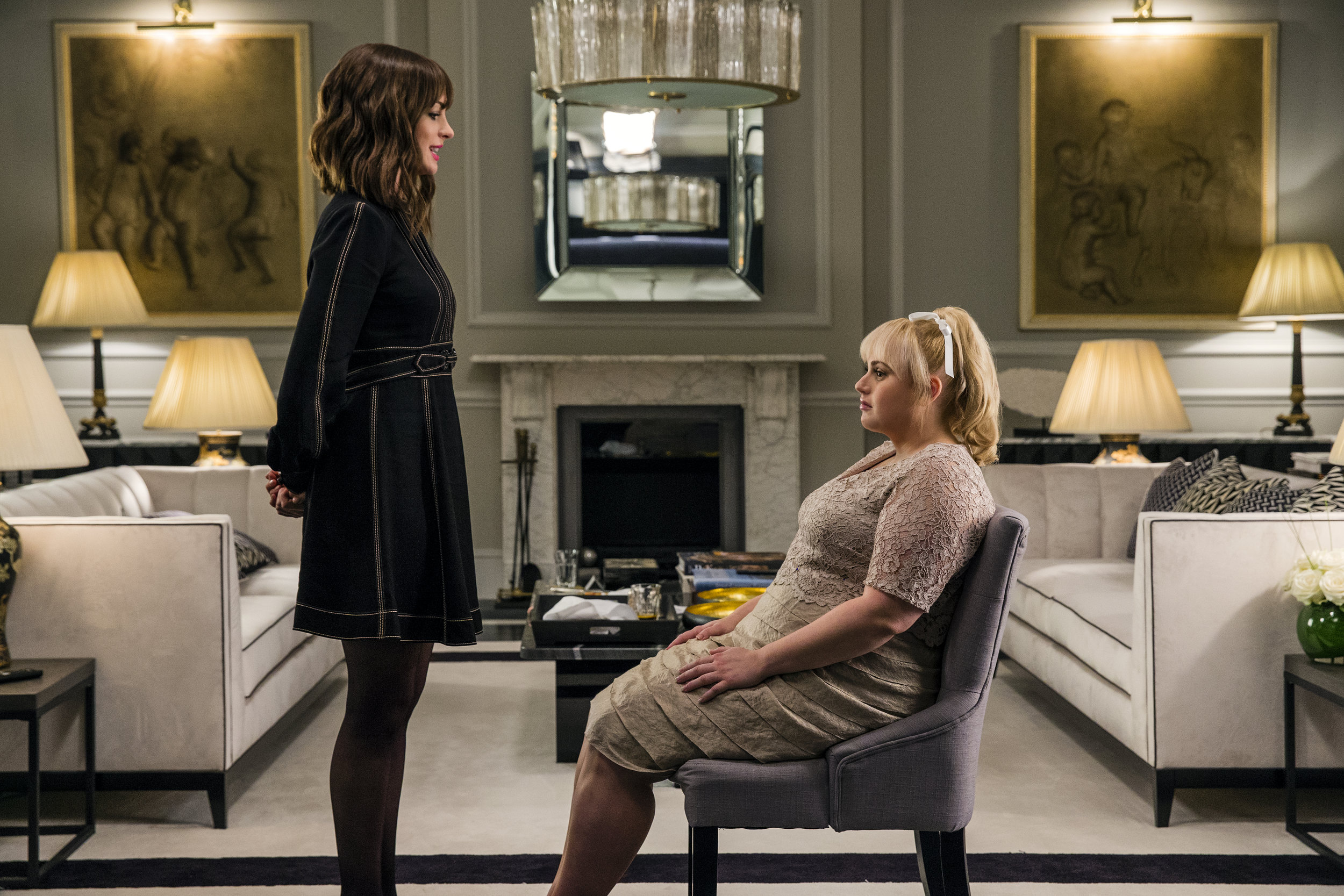 """Rival con artists Josephine (Anne Hathaway, left) and Penny (Rebel Wilson) face off in the comedy """"The Hustle."""" (Photo courtesy of MGM Pictures.)"""