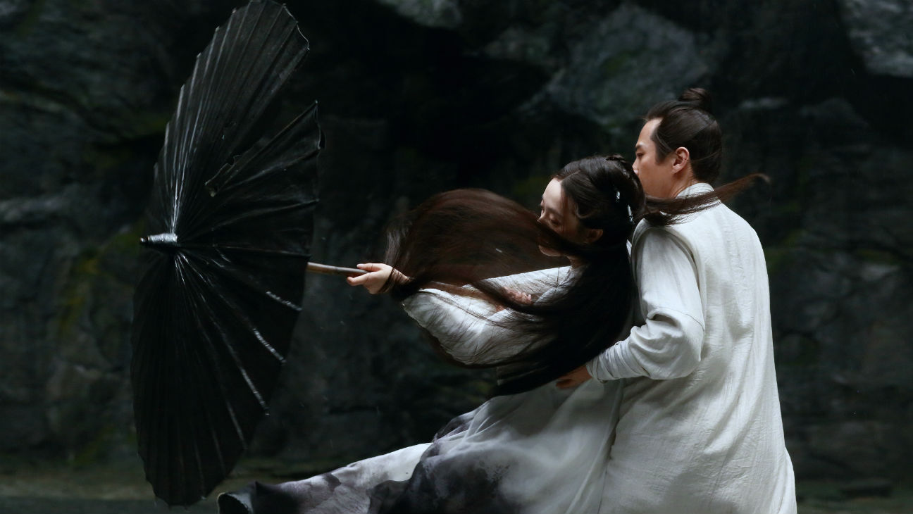 """Jing (Dong Chen, right), a """"shadow"""" doubling for a wounded military commander, trains for combat with the commander's wife, Madam (Sun Li), in Zhang Yimou's martial-arts drama """"Shadow."""" (Photo courtesy of Well Go USA.)"""