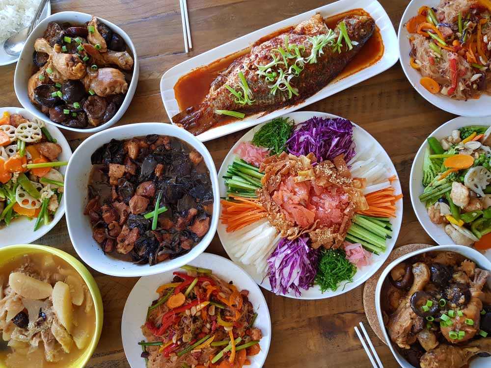 chinese-new-year_reunion-table_1.jpg