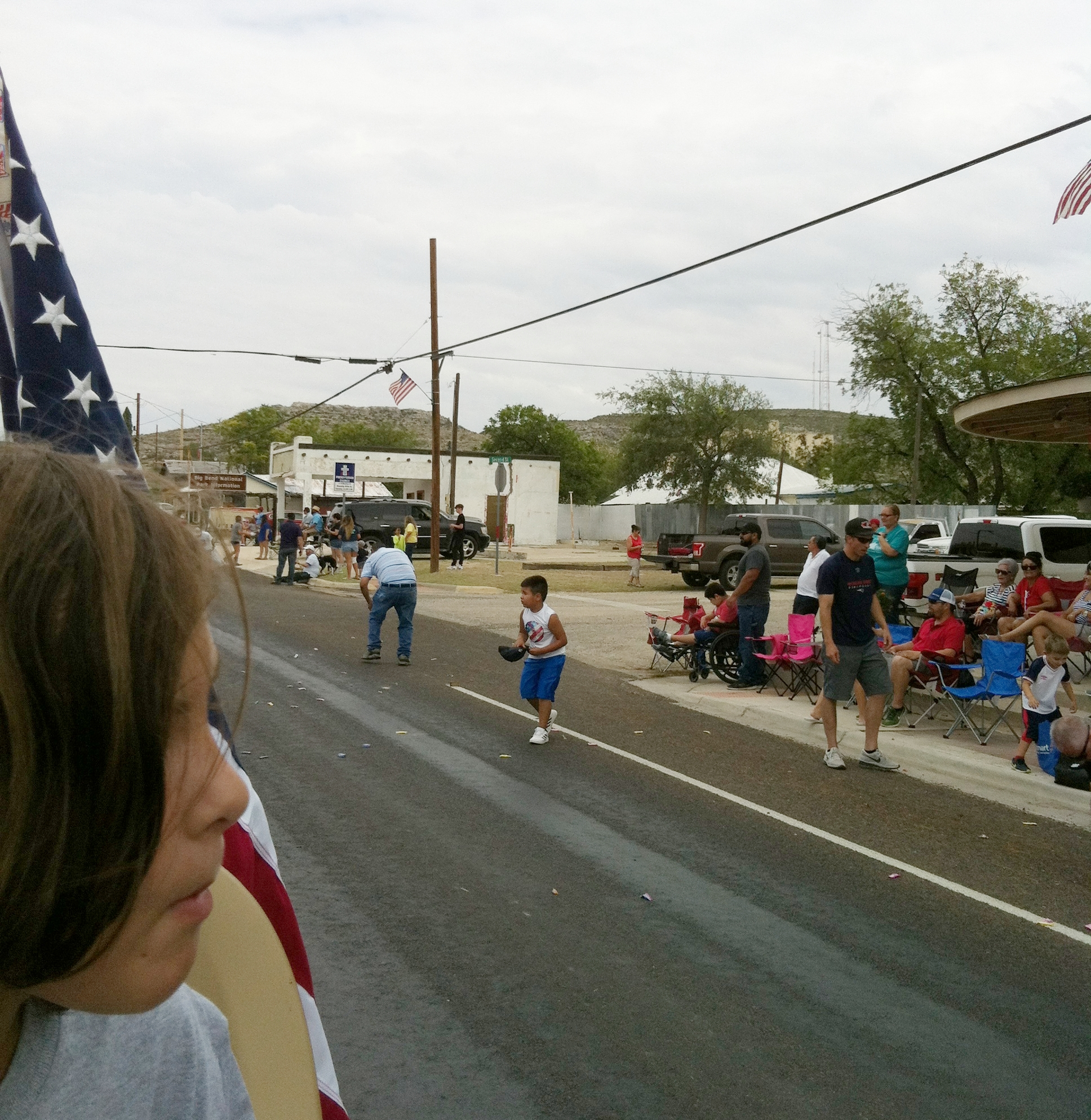 Children getting candy from the floats