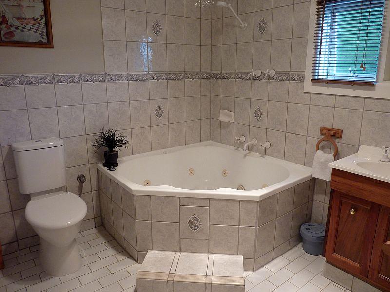 Rubys Bathroom.jpg