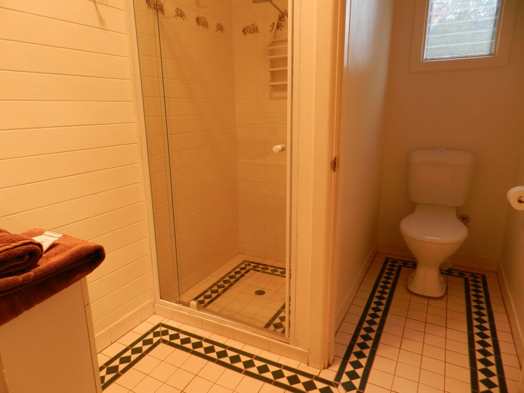 pyrus bathroom.jpg