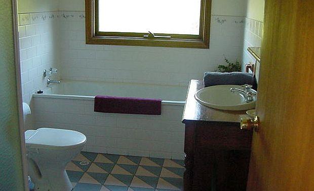 Skinners Bathroom.jpg