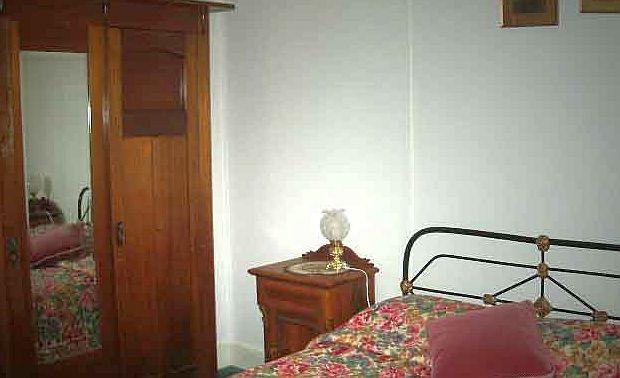 Skinners Bedroom 2.jpg