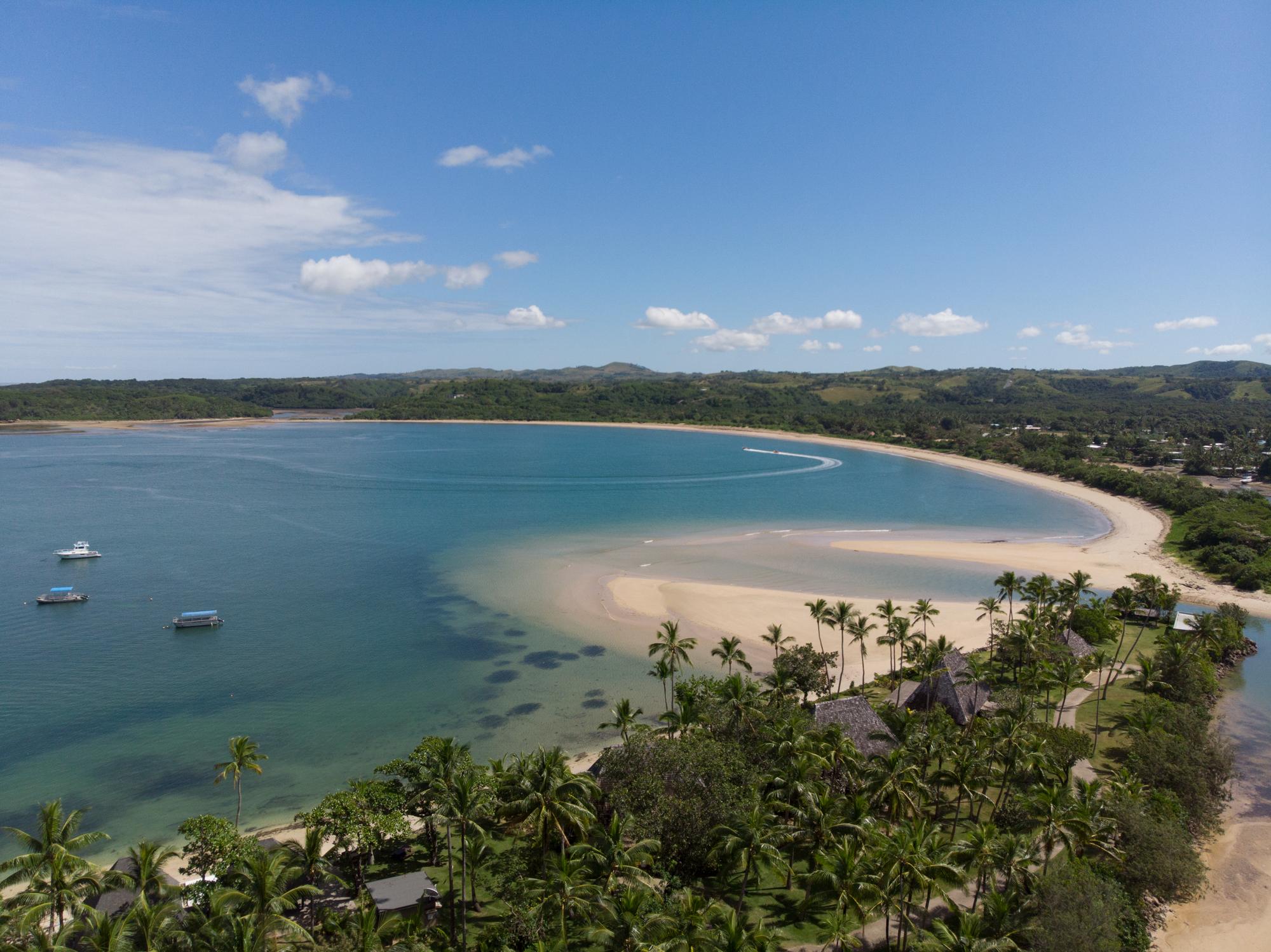 Away-Lands-Presets_Beach-Drone-1-Before.jpg