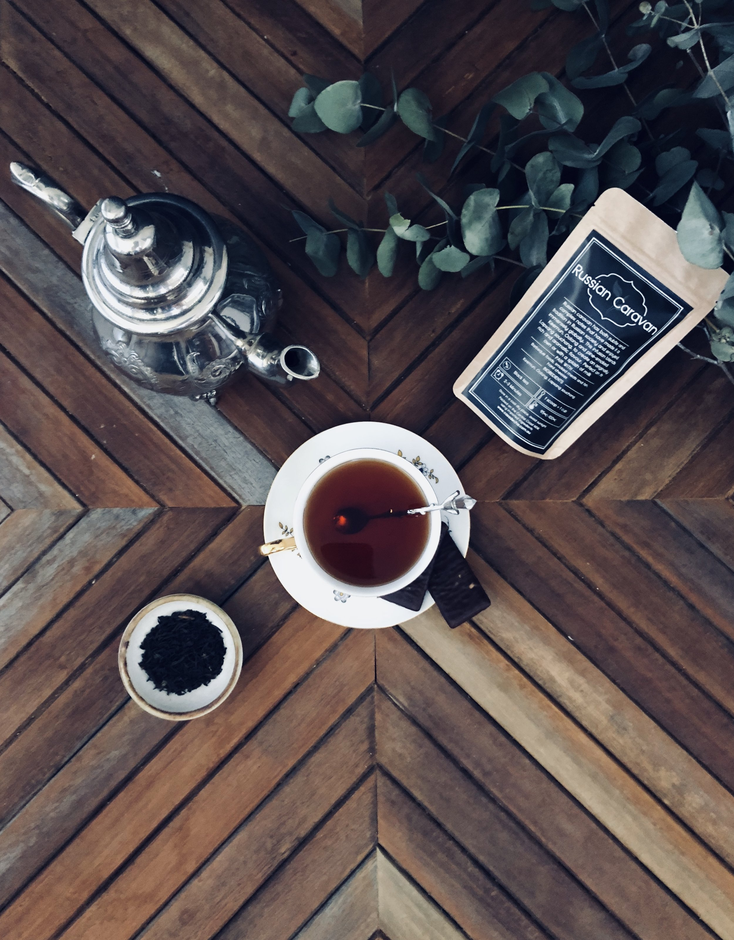 Russian Caravan has both subtle and complex notes that have made it a tradition in Russian society and enjoyed immensely elsewhere. This blend contains Keemun, Oolong, and pine-smoked Lapsang Souchong to create an originally rich and aromatic flavour.
