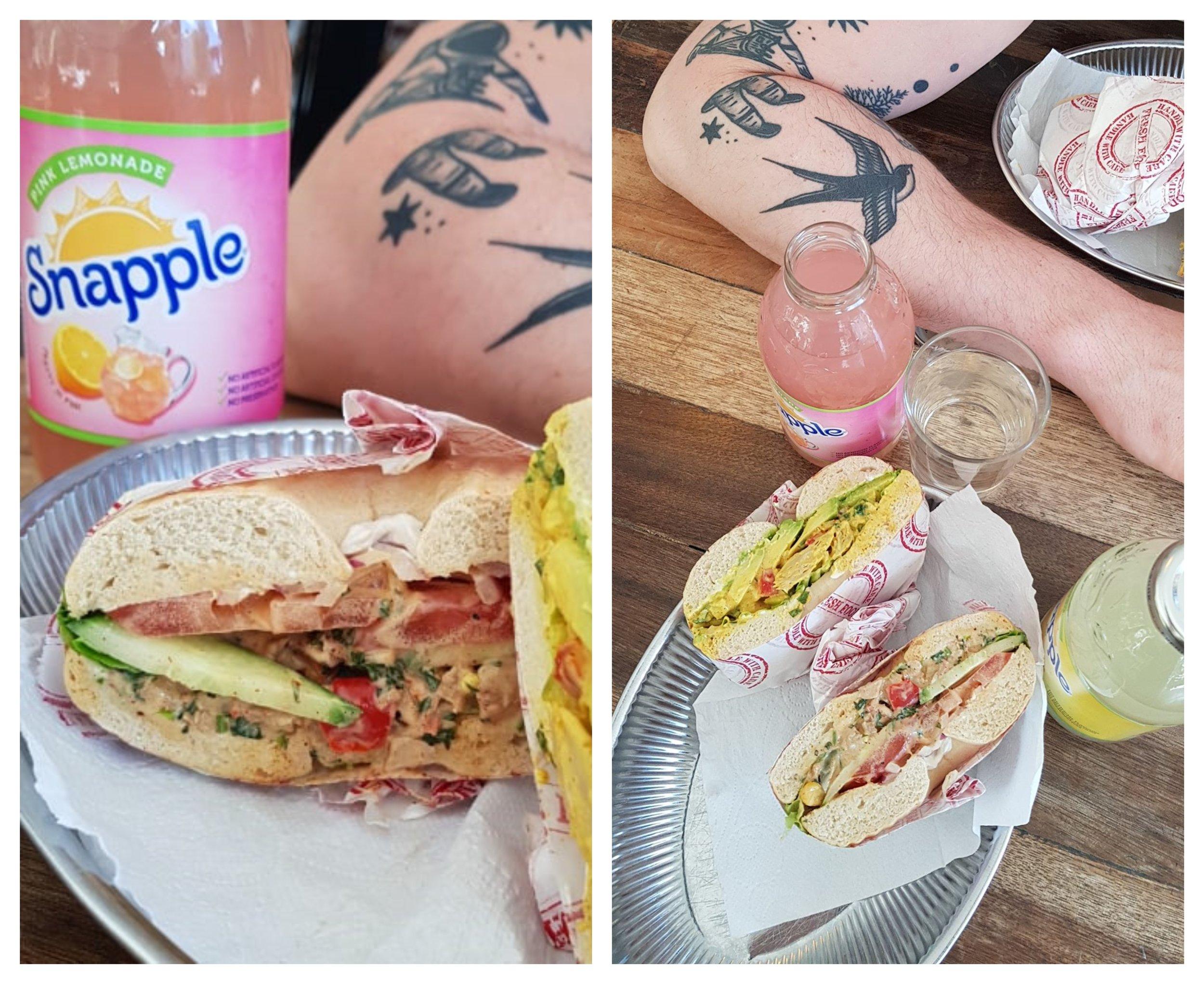 TvÃ¥ bagels med oumph: Spicy oumph och club oumph.