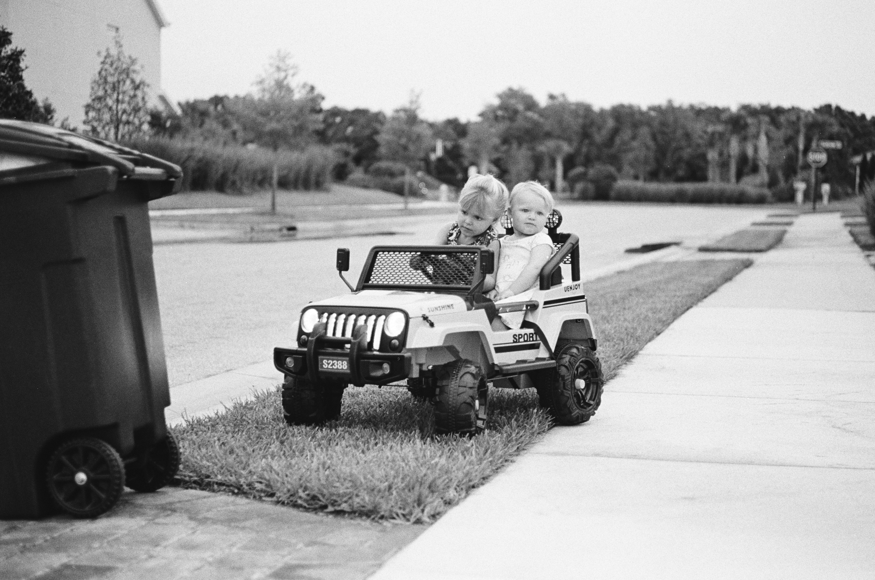TriX-400-Kids-Jeeping-11.jpg