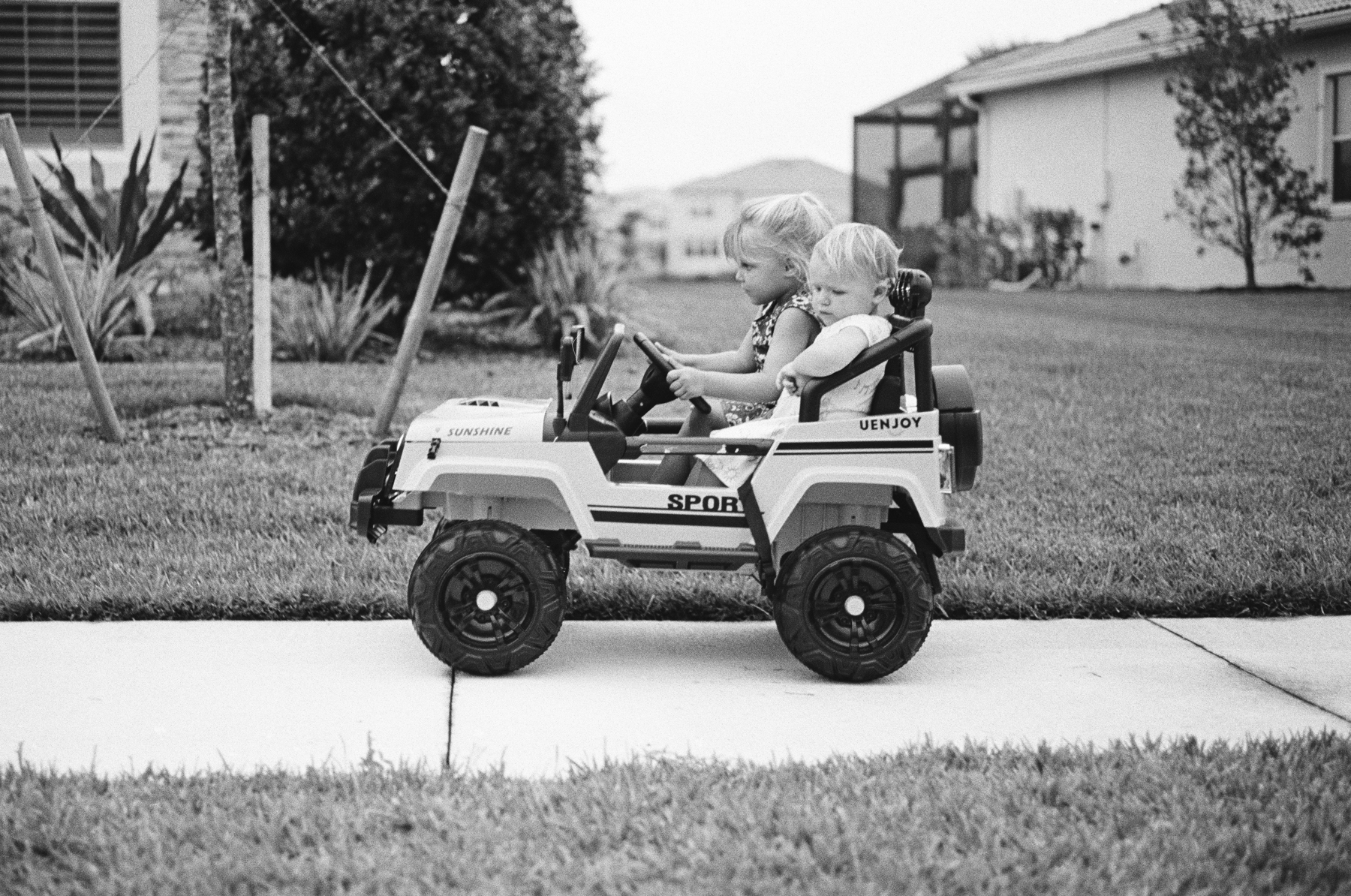TriX-400-Kids-Jeeping-5.jpg