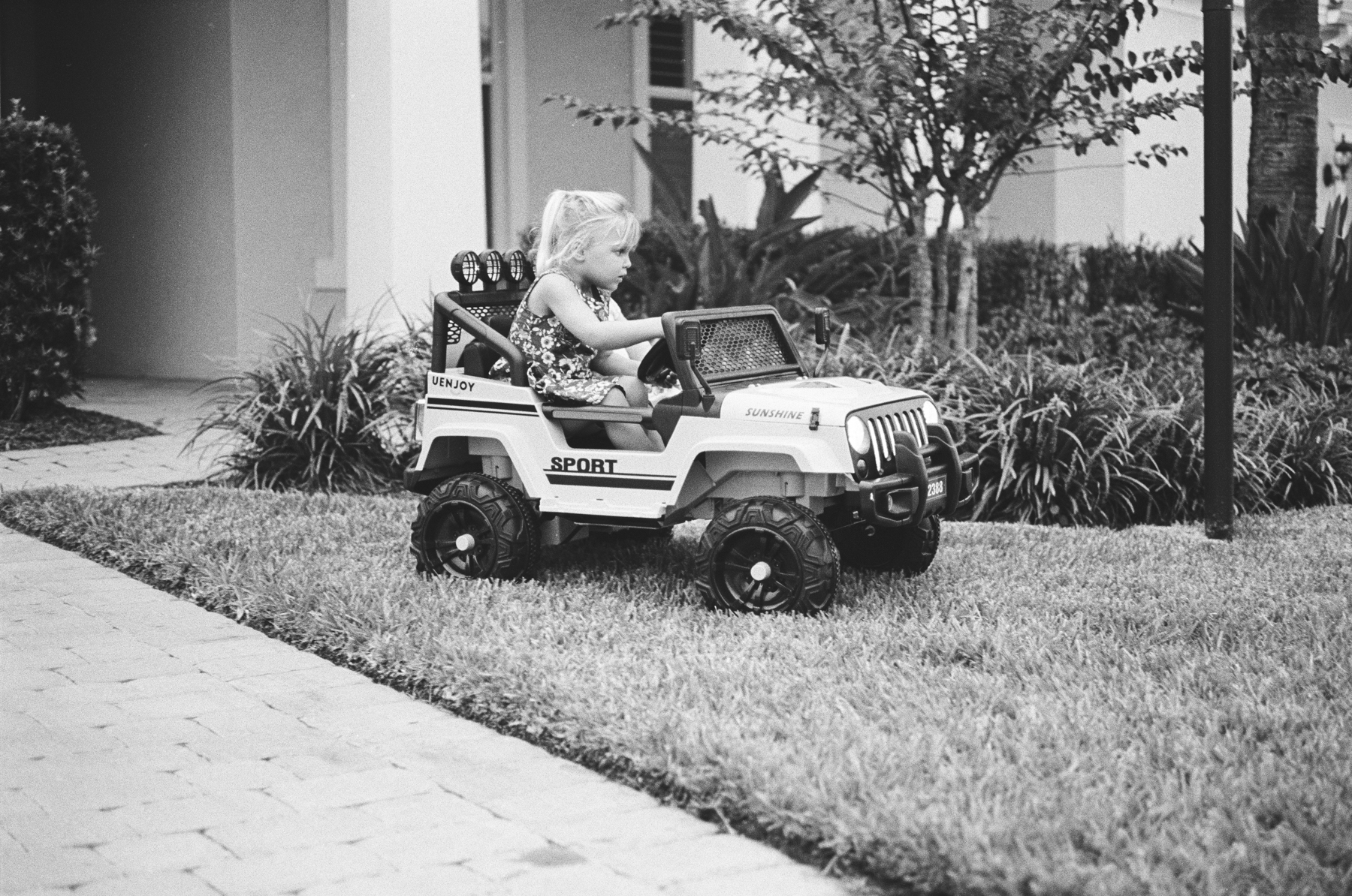 TriX-400-Kids-Jeeping-3.jpg