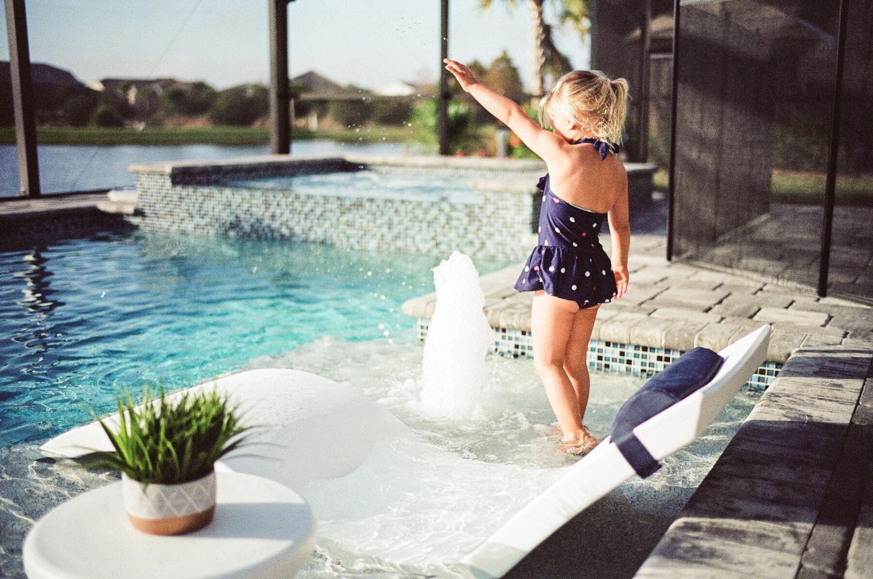Leica-M6-Pool-Chloe-26.jpg
