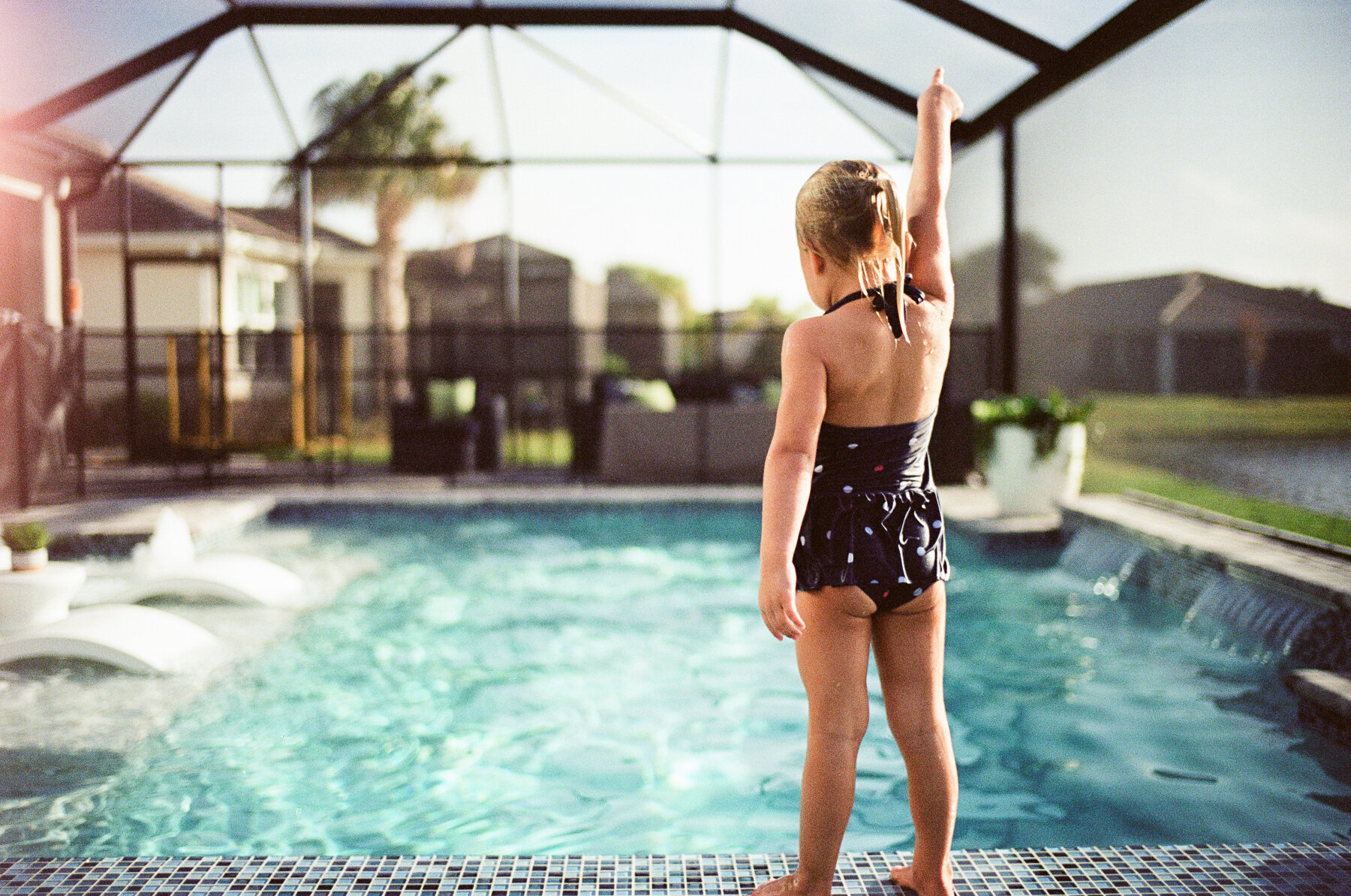 Leica-M6-Pool-Chloe-10-2.jpg