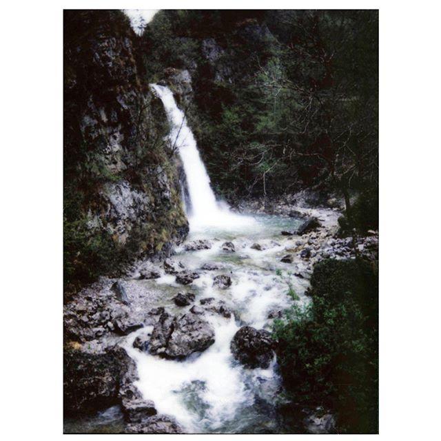 Storo, Italia '19 🎞 • • • #film #analog #analogphotography #filmisnotdead #art #photography #thednalife #artofvisuals #ig_masterpiece #jaw_dropping_shots #landscape #agameoftones #ourplanetdaily #special_shots #italy #storo #polaroid #instantfilm #waterfall