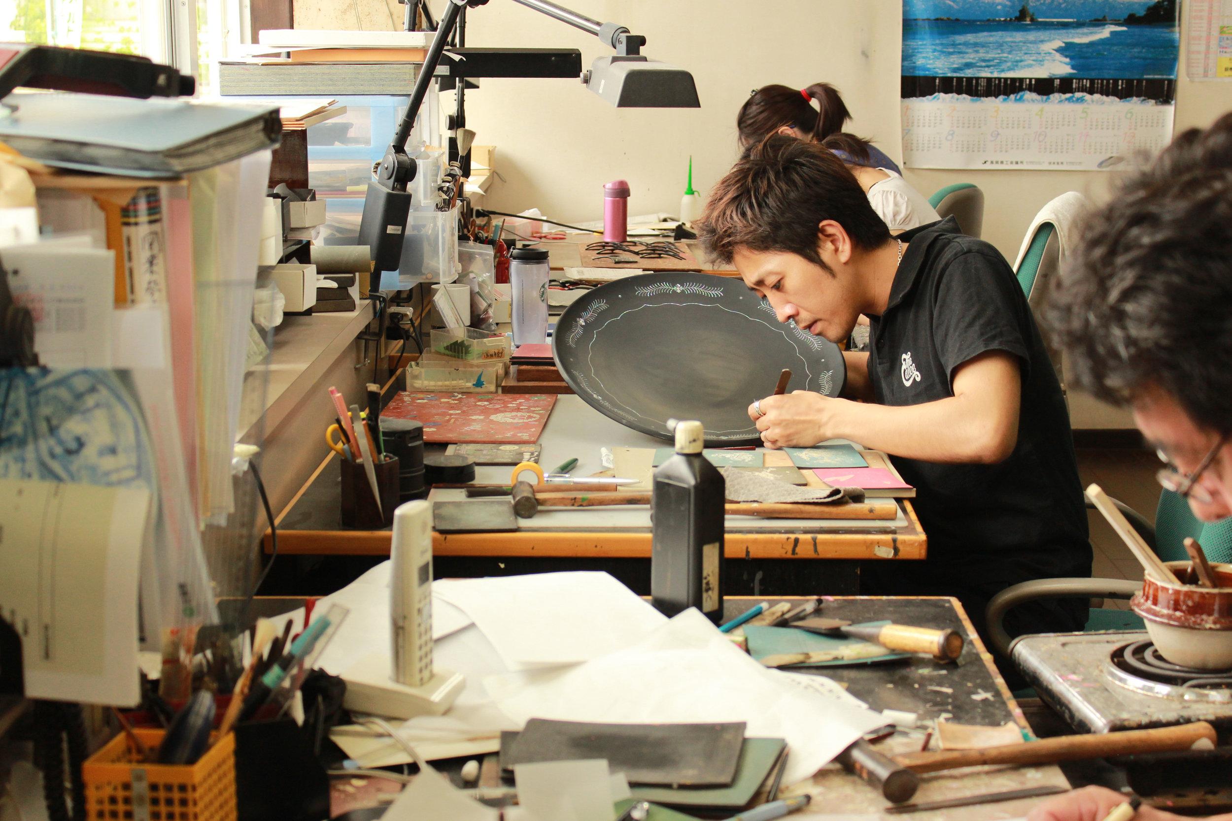 Atelier Takumi _ Craftsman raden mother of pearl inlay _ Takeshi Musashigawa.JPG