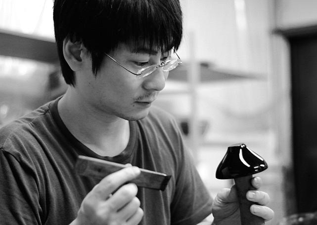 Atelier%2BTakumi%2B-%2BCraftsman%2Bstory%2B_%2BMitsuhiro%2BKyoden%2Bcrftsman%2Bof%2BKunimoto%2BLacquerware.jpg