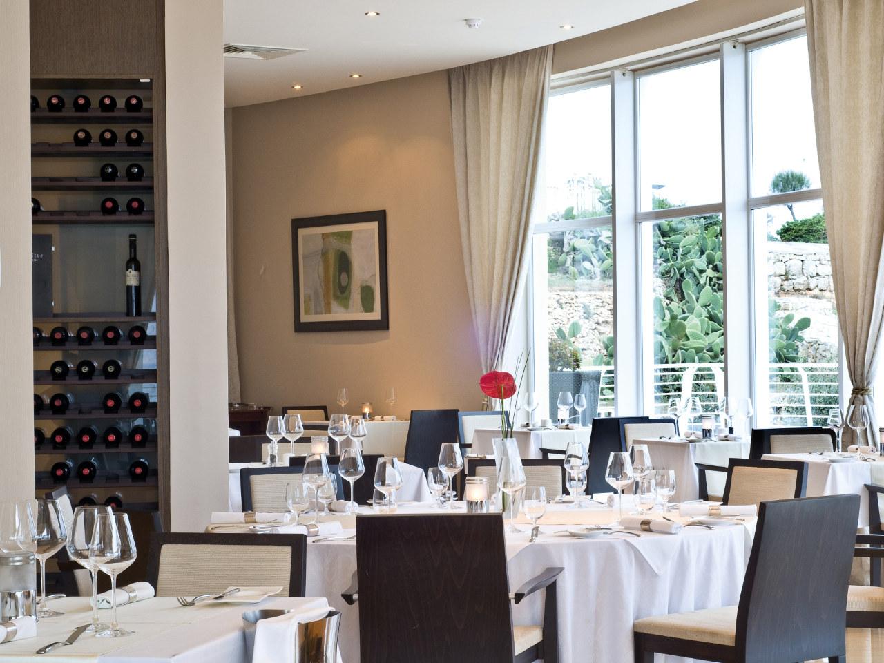 MLAZR-MainGallery-restaurants-bars-3.jpg