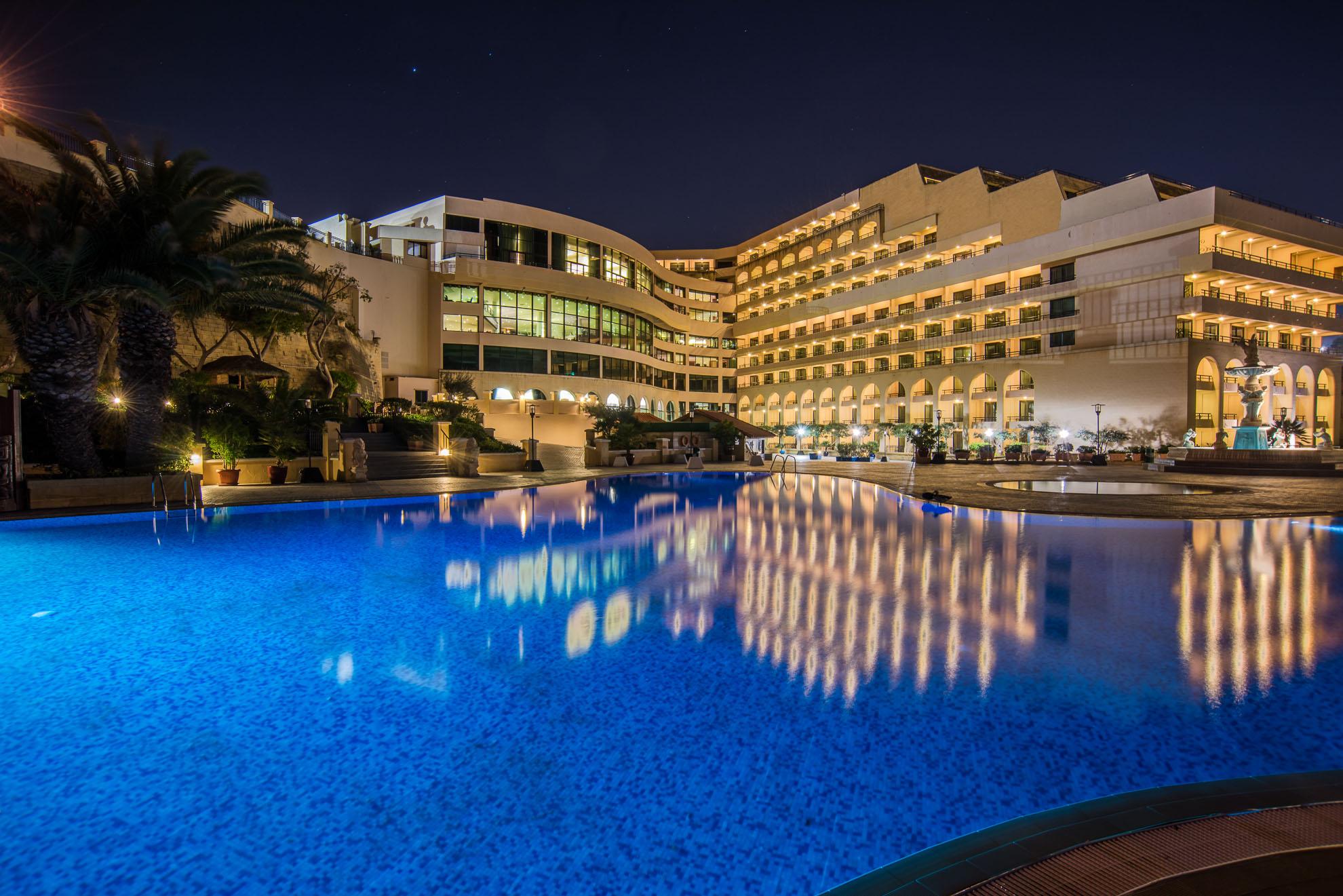 Outdoor-Pool-at-Night.jpg