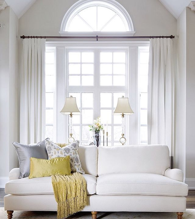 We loved reading this article by @laurelberninteriors about difficult windows— she certainly knows her stuff and has some wonderful feedback for the examples she uses! Check out her blog linked in her bio ✂️