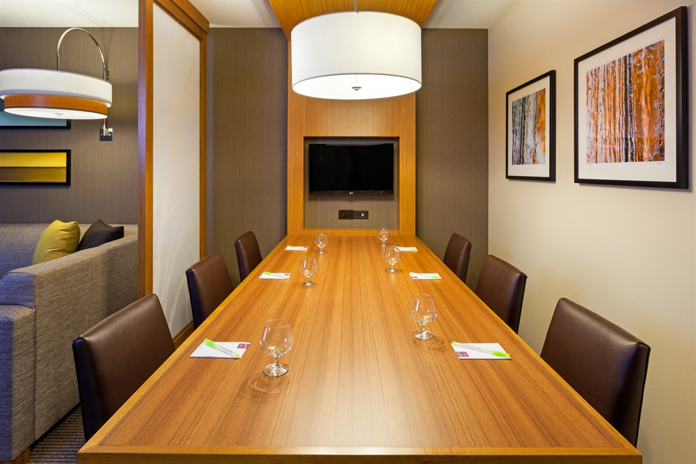 CHIZM_Boardroom_Suite_Conference_Table1.jpg