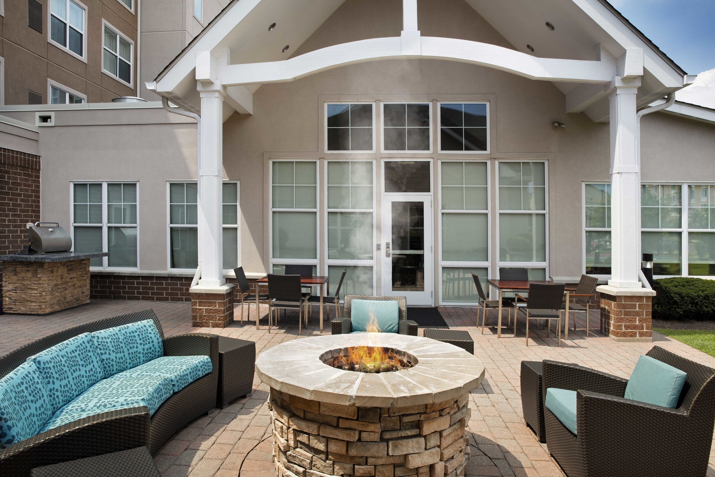 Residence Inn Chicago Midway Patio & Outdoor Area.jpg