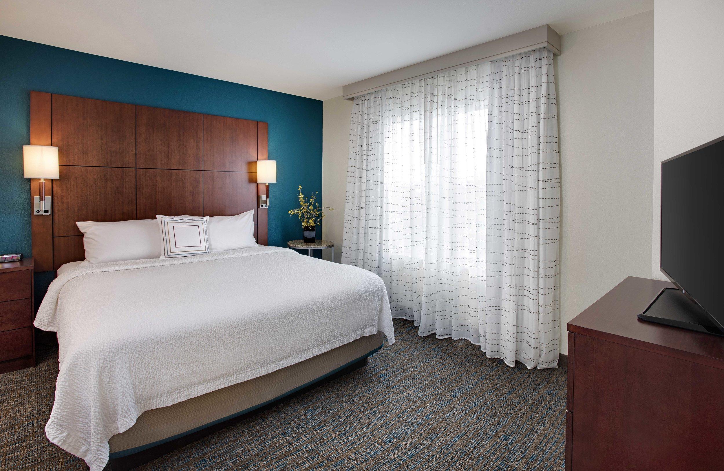 Residence Inn Chicago Midway Corner Suite BR.jpg