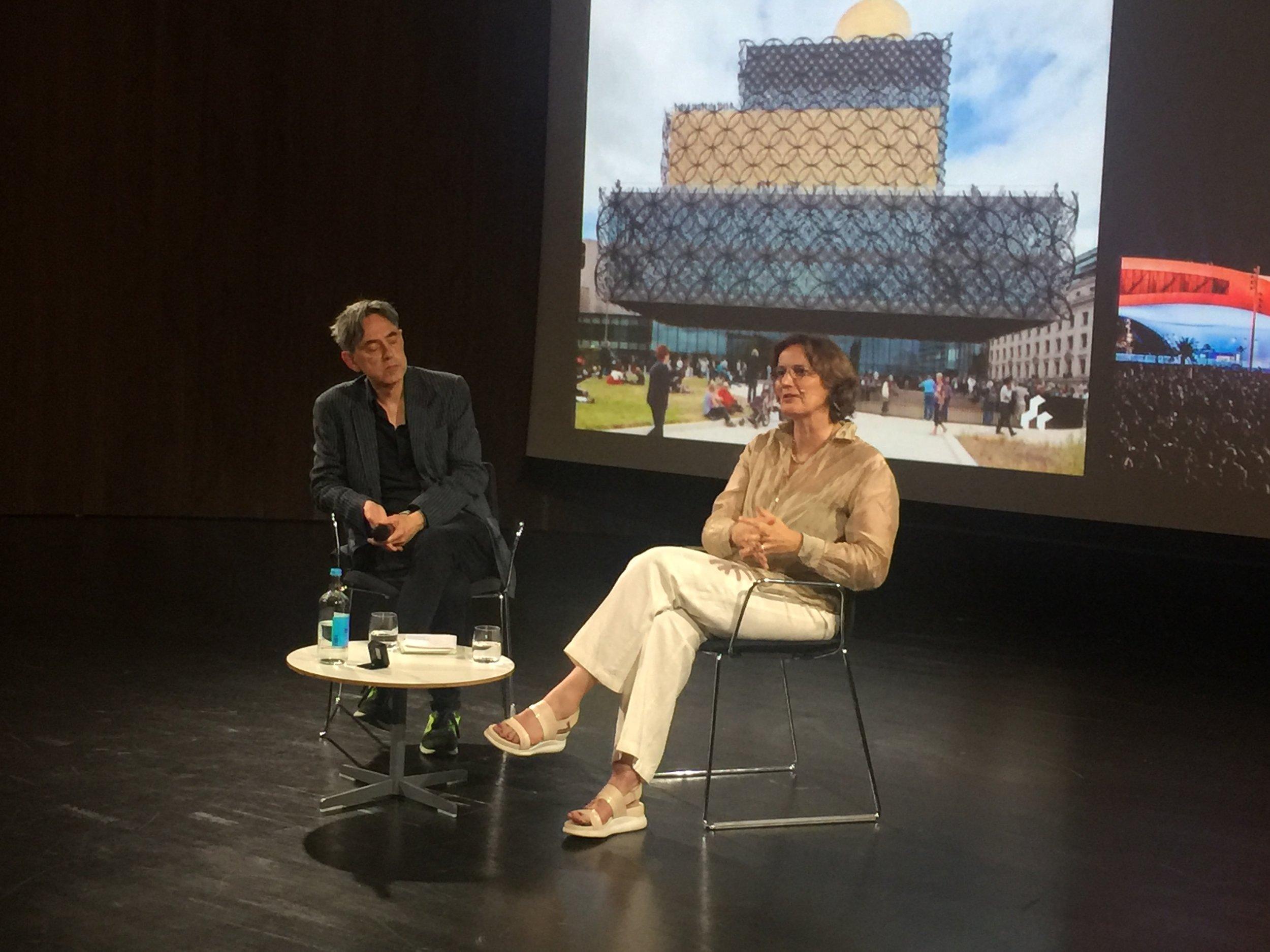 衛武營建築師Francine_Houben與主持人Herbert_Wright對談.JPG