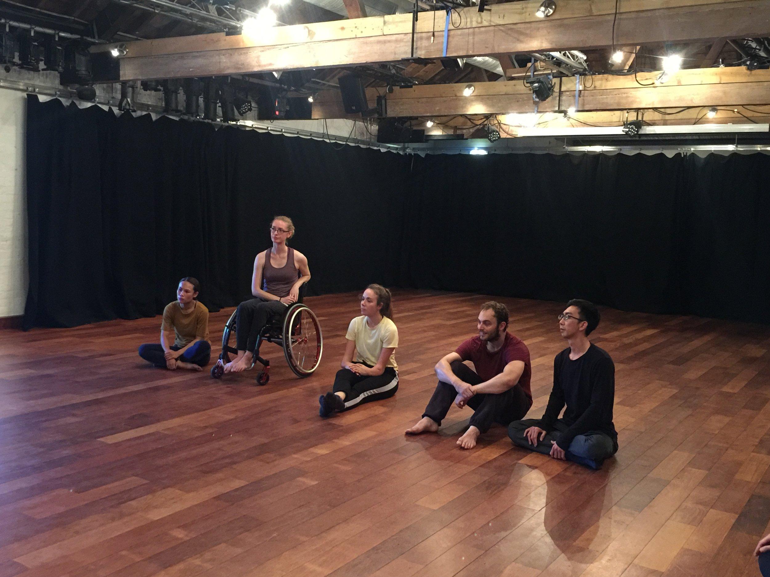 左起舞者阮怡蓁、Lauren_Russell、Annie-Rose_Grantham、Jannick_Moth、編舞家張忠安.jpg