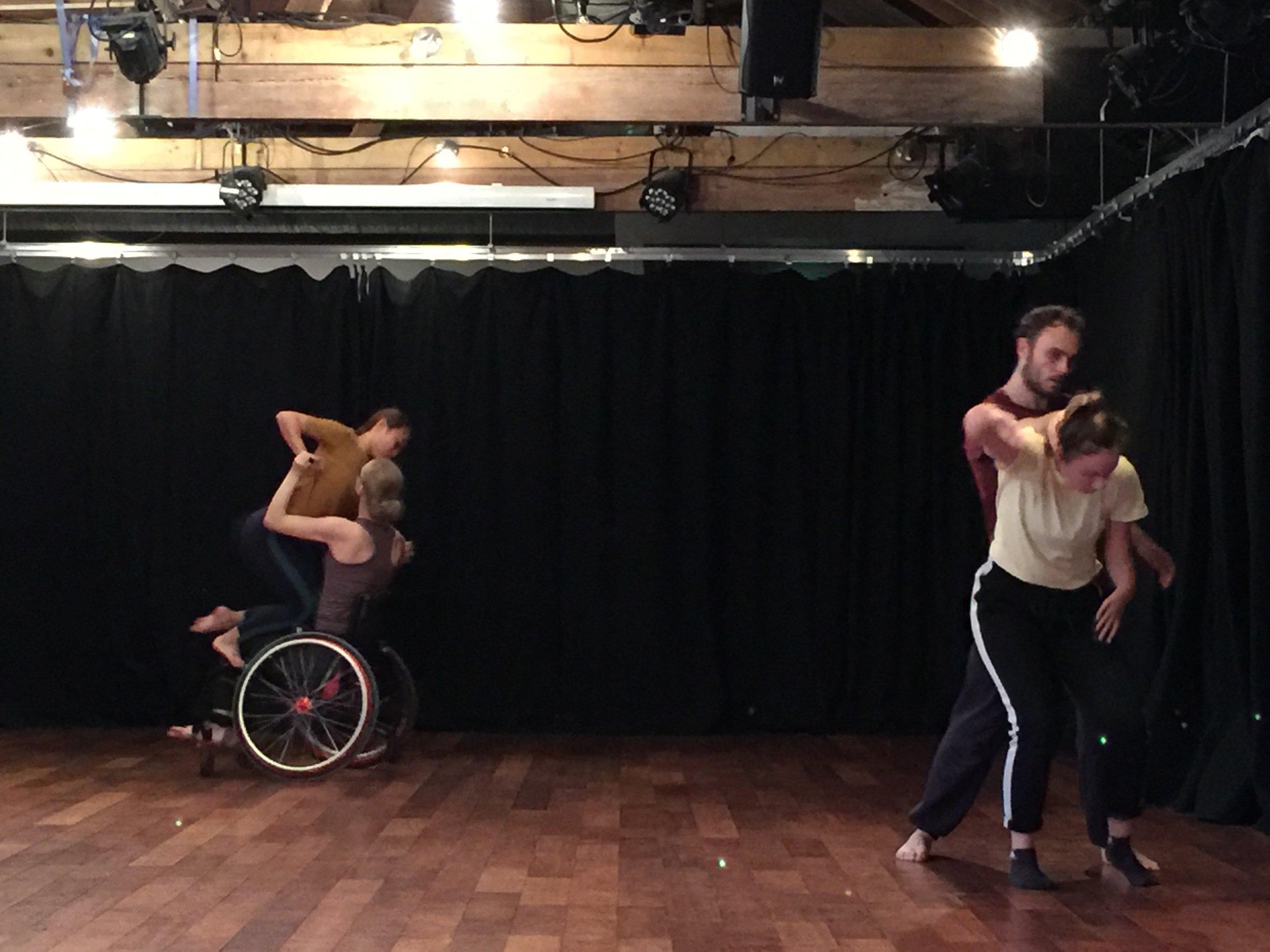 共融舞蹈破除觀眾對於障礙舞者的想像,探索不同特色身體的對話可能性.jpg