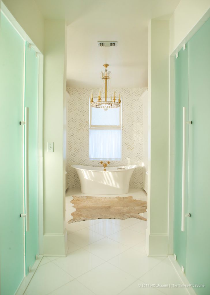MASTER BATH NORTH.JPG