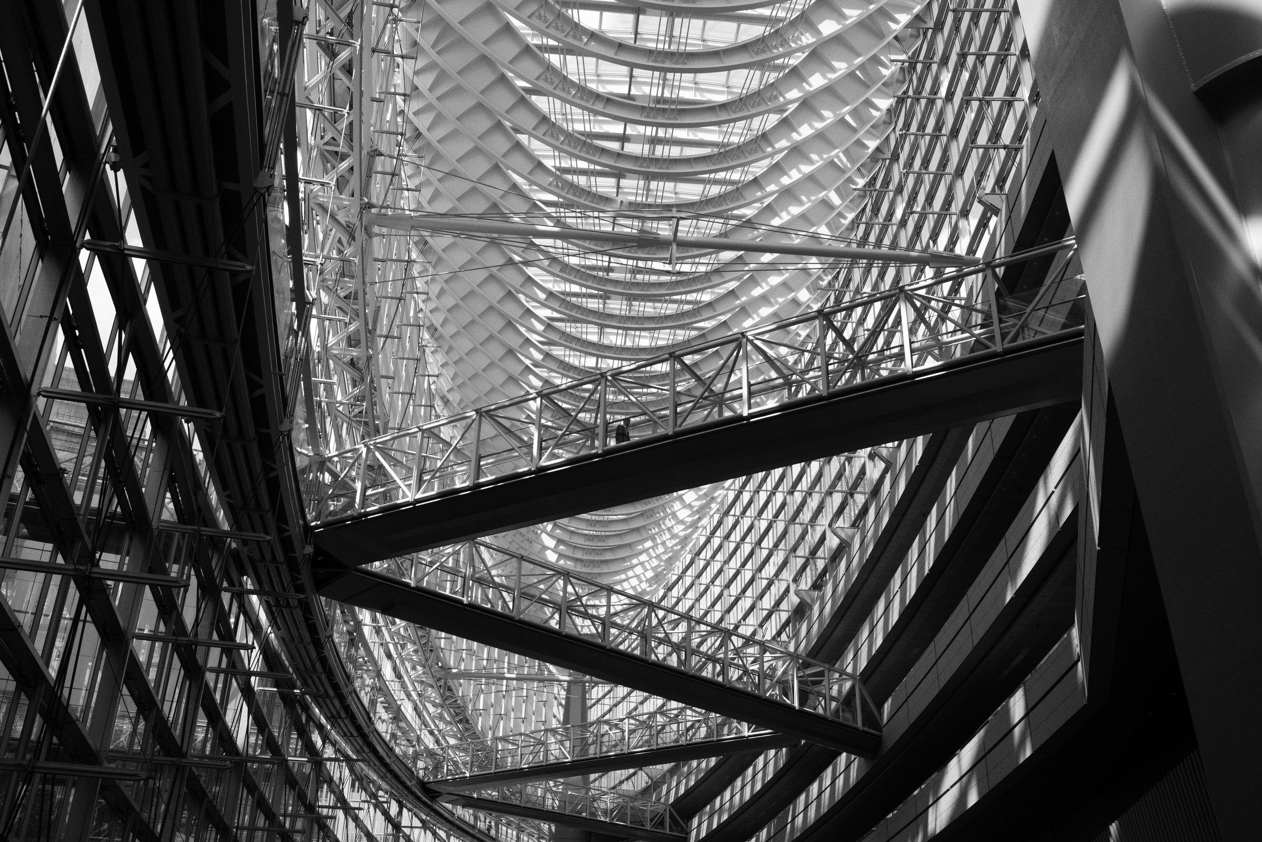 Finance Guy Tokyo, Japan Leica SL 35mm f/1.4 FLE Summilux © Keith R. Sbiral, 2018