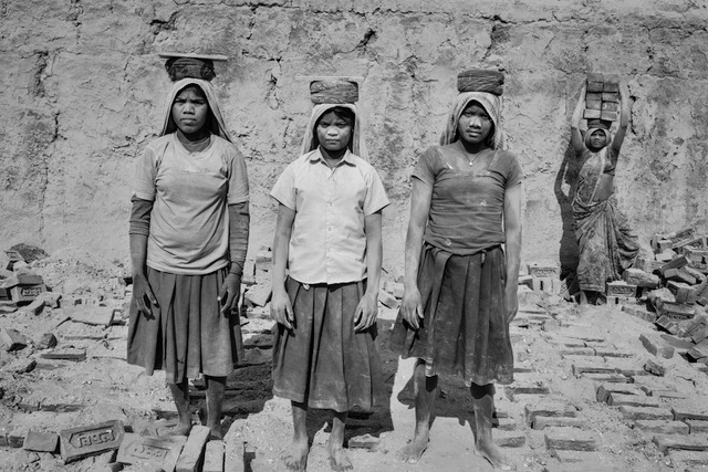 4 Girls, Brick Workers, Anja Bruehling