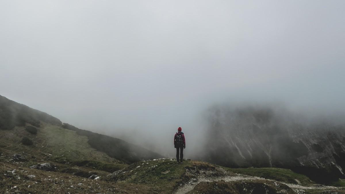 adventure_cold_fog_foggy_hiker_hiking_man_mist-1367515.jpg