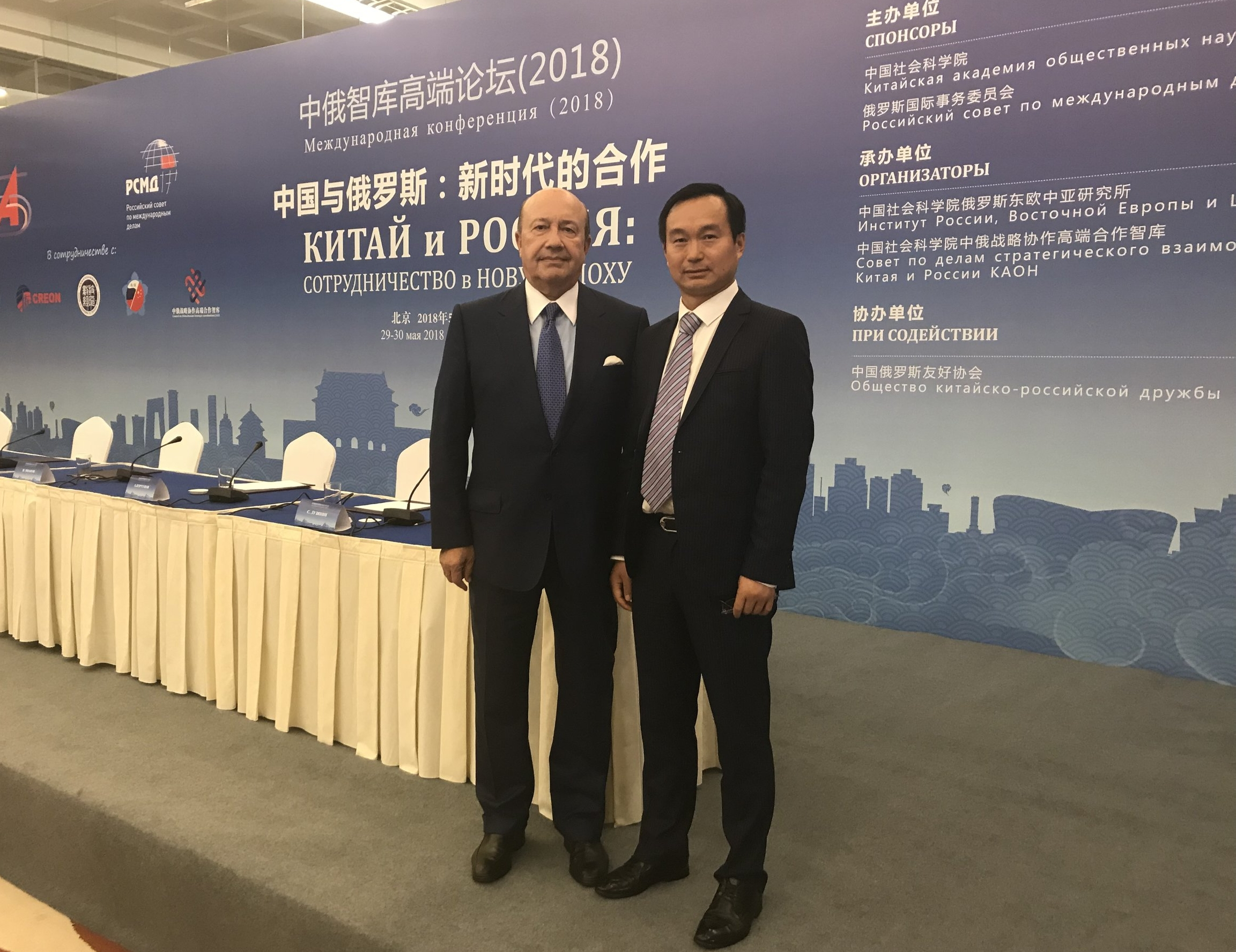 With former Russian Foreign Minister and Chairman of the Russian International Affairs Committee, Mr. Ivanov. Taken the Beijing-Russia Think Tank High-end Forum, May 2018.