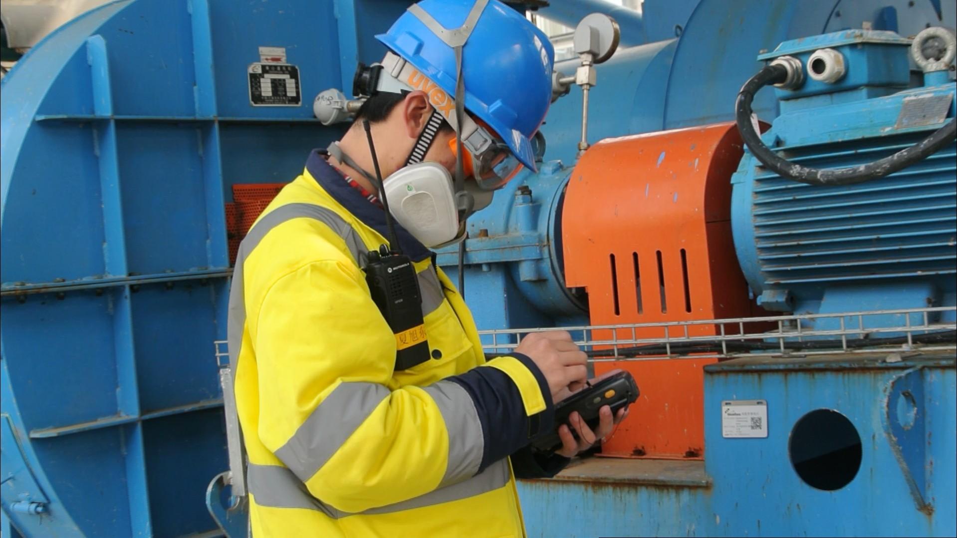 SCIP Suez Waste Services - technician using bluebee 2017.jpg