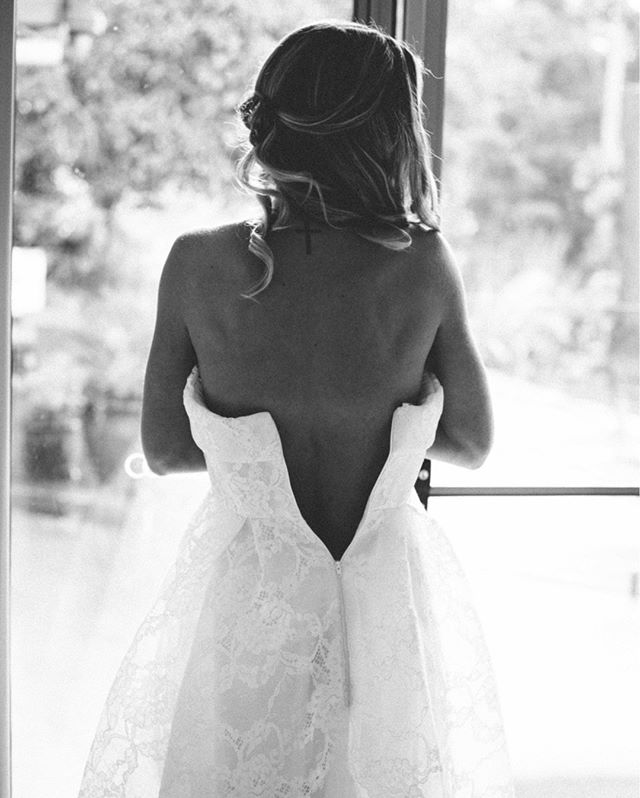 First moments of putting on this beautiful dress!⠀⠀⠀⠀⠀⠀⠀⠀⠀ .⠀⠀⠀⠀⠀⠀⠀⠀⠀ .⠀⠀⠀⠀⠀⠀⠀⠀⠀ .⠀⠀⠀⠀⠀⠀⠀⠀⠀ .⠀⠀⠀⠀⠀⠀⠀⠀⠀ #samuellowther #samuellowtherweddings #samuellowtherphotography #sunshinecoastweddings #sunshinecoastweddingphotograher #sunnycoastwedding #sunshinecoast