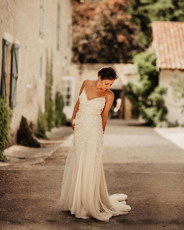#waitingforthebride ❤️I & J❤️ 👰🏼 @ivonna_poplanska 🤵🏻 Jason 🏡 @chateausaintmartory 📸 @artefoto_donosti @nico_artefoto 👗 @alexandragrecco 🎥 @the_north_owl @iker_artefoto @josebaaldalur  #samedaywedding #portraitmood #portrait_perfection #kiss #wedding #lookslikefilm #vscogram #weddingphotomag #justmarriedphotography #theweddingday #justmarried #weddingstyle #bodas2019  #loveanddevotion #theweddinglegends #discoverportrait #featuremeof #dirtybootsandmessyhair #destinationwedding #heywildweddings #twosecretvows #thenomadlovers #lucidweddings #weddingforward #newyorkbridesmag #fearlessphotographers