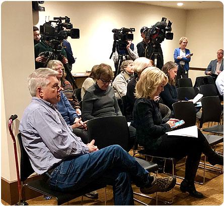 Reporters and LWVMN members