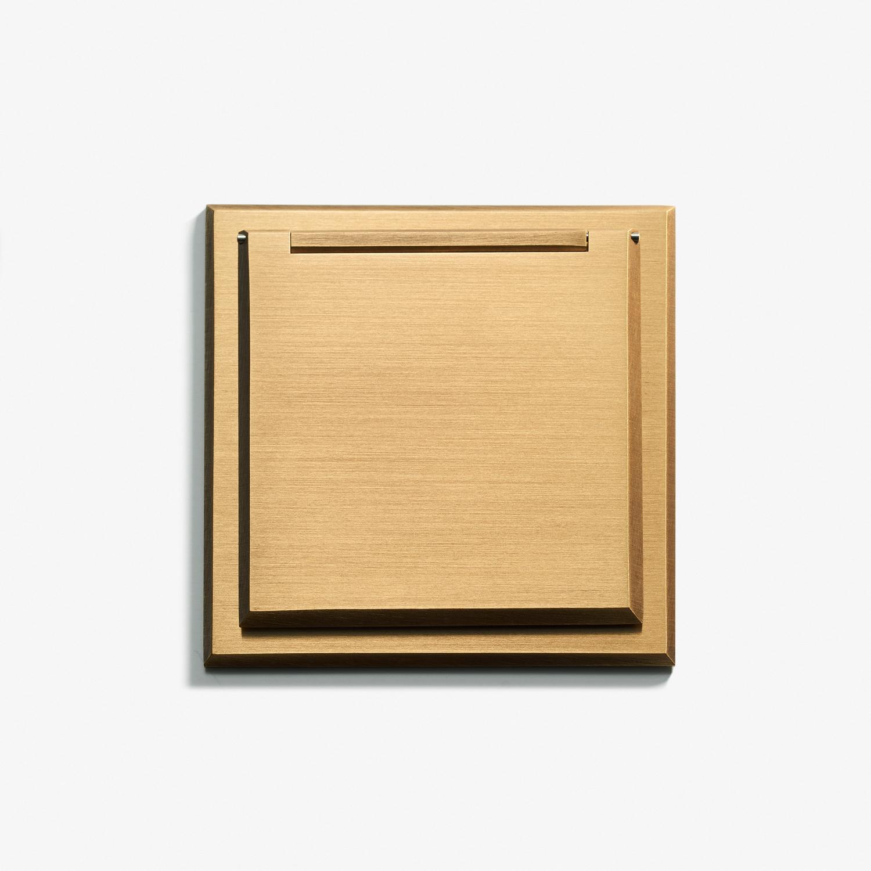82 x 82 - Single Outlet - Cover - Bronze Médaille Clair 1.jpg