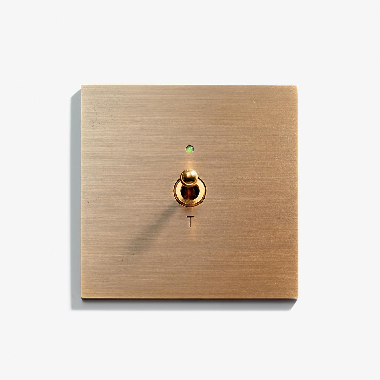 82 x 82 - 1 INV + D3 LED - Hidden Screws - Straight Edge - Bronze Medaille Allemand 1.jpg