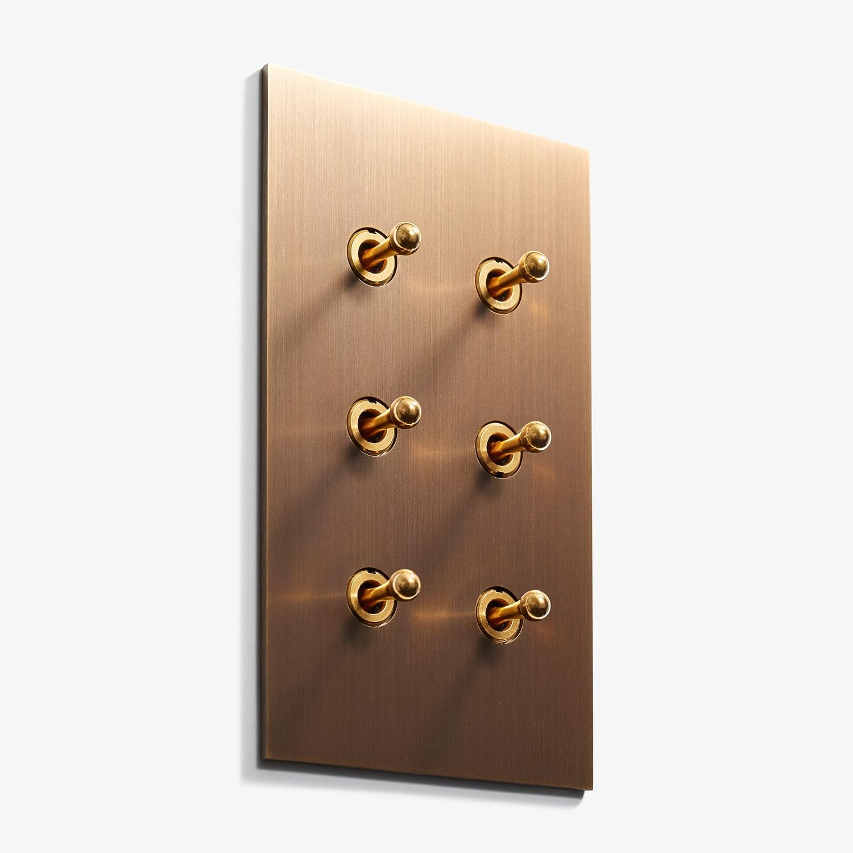 82 x 144 - 6 INV - Hidden Screws - Straight Edge - Bronze Médaille Foncé 2.jpg