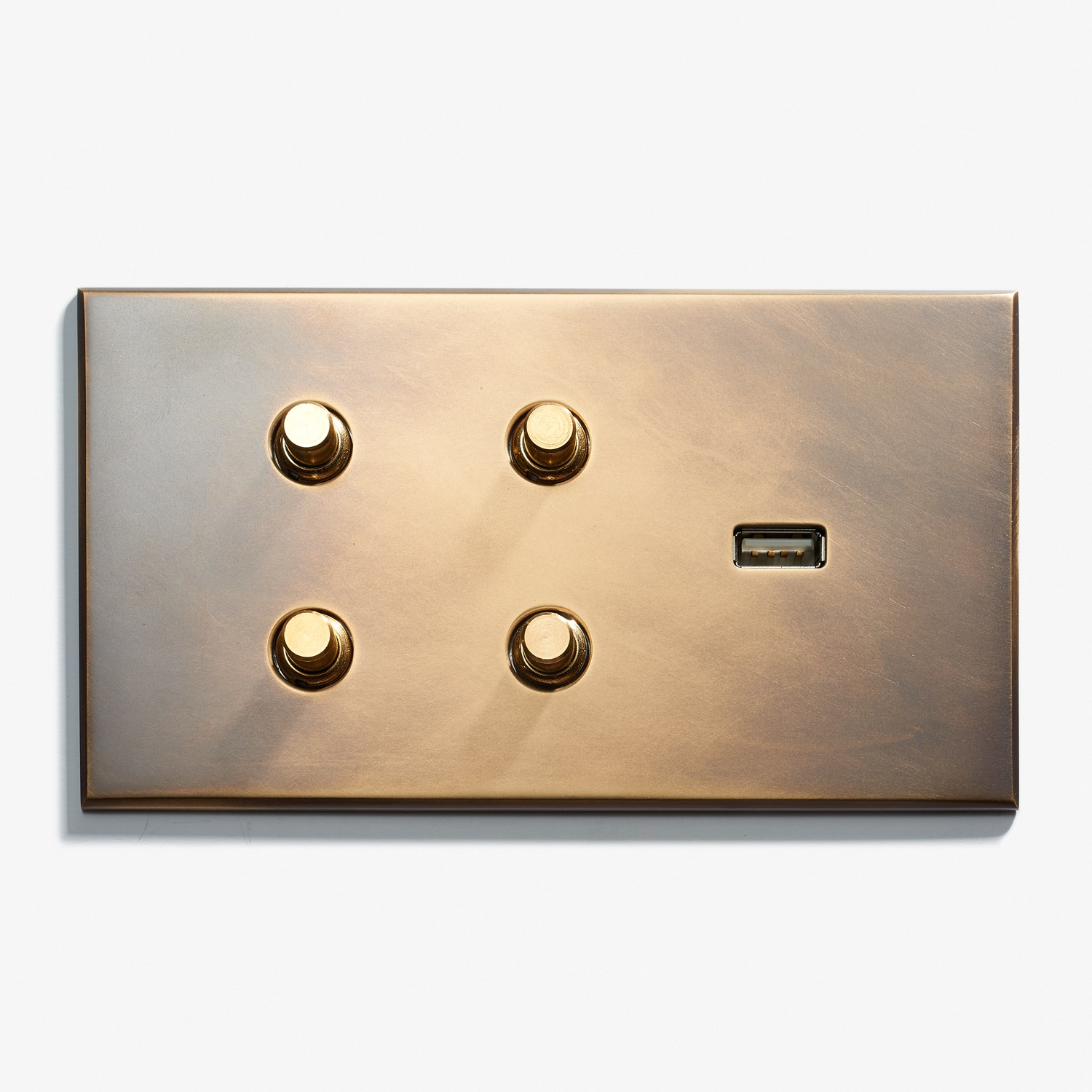 144 x 82 - 4 BP + 1 USB - Hidden Screws - Beveled Edge - Antique Brass 1  .jpg